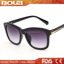 2015 OEM Custom Wayfarer Cheap Italian Sunglasses with Metal Arrow