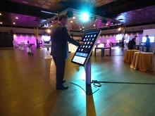 """PCAP 32"""" interactive touch digital screen, for advertising"""