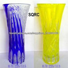 belle main a coupé la mini vase en verre jaune