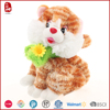 2015 hot sale 100% polyester cat plush with yellow flowers