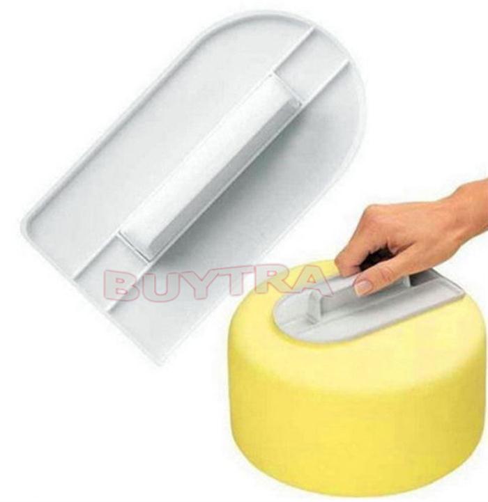 Мастерок для формирования поверхности торта