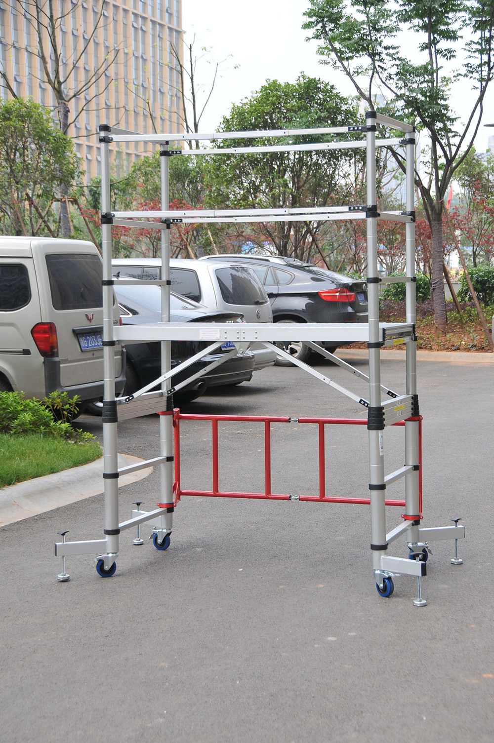 Used Aluminum Scaffolding : M aluminum telescoping scaffoldings used scaffold for