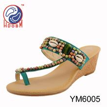 Sandalias de cuentas nuevas señoras de moda los zapatos de cuña