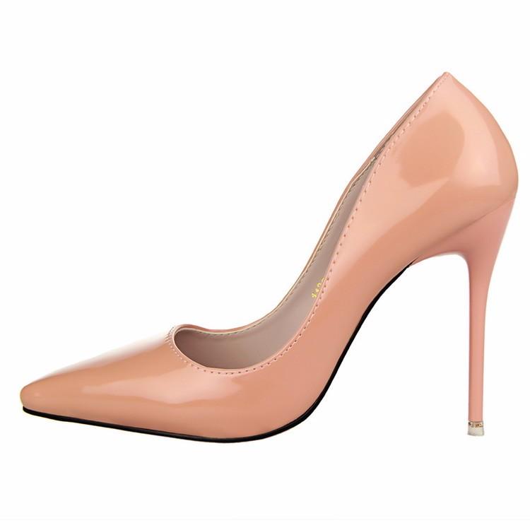 Туфли с острым носом на маленьком каблуке