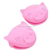 Novelty animal shaped oven gloves pig shape silicone oven mitts Cute Silicone Oven Mitt