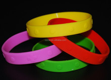cheap and high quality silicone embossed hand band