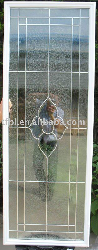 De metal de la puerta con el vidrio