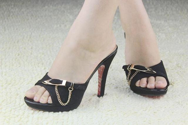 новых открытых ног женщина Мода высокой пятки тапочки Летние тапочки красивые