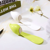 plastic hoe lifter 2015 stand plastic Shoe horn cute animal type white and green tool easy handle Shoehorn durable