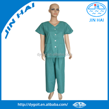Hospital using well fit mens medical scrubs