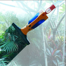 Eltric window cleaner with water tank