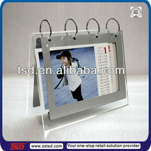 TSD-A379 China factory custom wholesale acrylic calendar holder/acrylic desktop calendar/acrylic calendar stand with metal ring