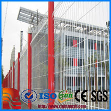 China Alibaba cheap fence panels, PVC Coated V Pressed Fence, wire mesh fence