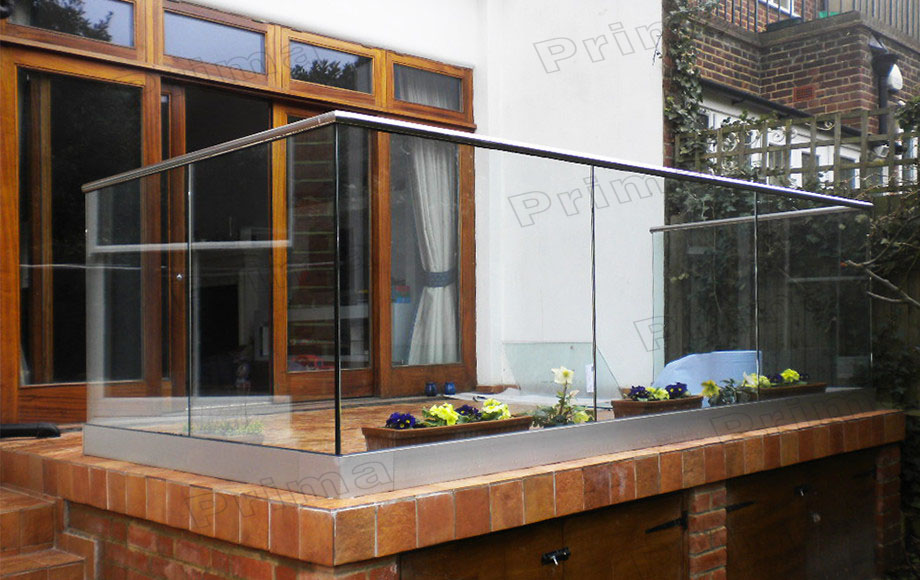 Balcony balustrade aluminium profile for glass railing for Balcony glass railing designs pictures