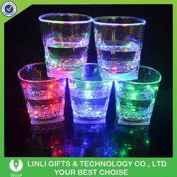 Hot Sale LED Light Up Flashing 10OZ Square Shaped Drinking Glass For Gifts