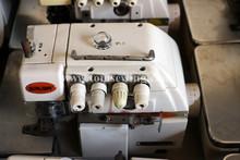 Cosa probado buena condición de la máquina de coser overlock SIRUBA 747F