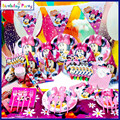 Tema del cumpleaños fuentes del partido y las decoraciones del partido para los niños