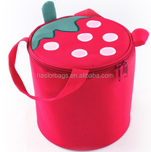 Mignon fraise sac de nourriture isolée / Mini Cooelr prix pour filles
