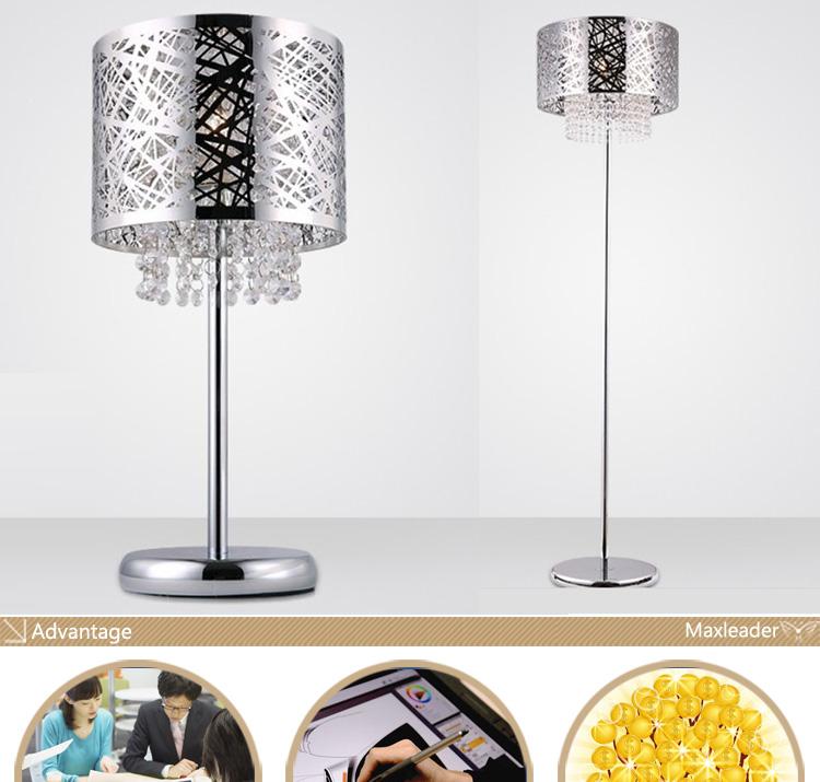 originelle zwei Stehlampen Holztisch runde Glasplatte