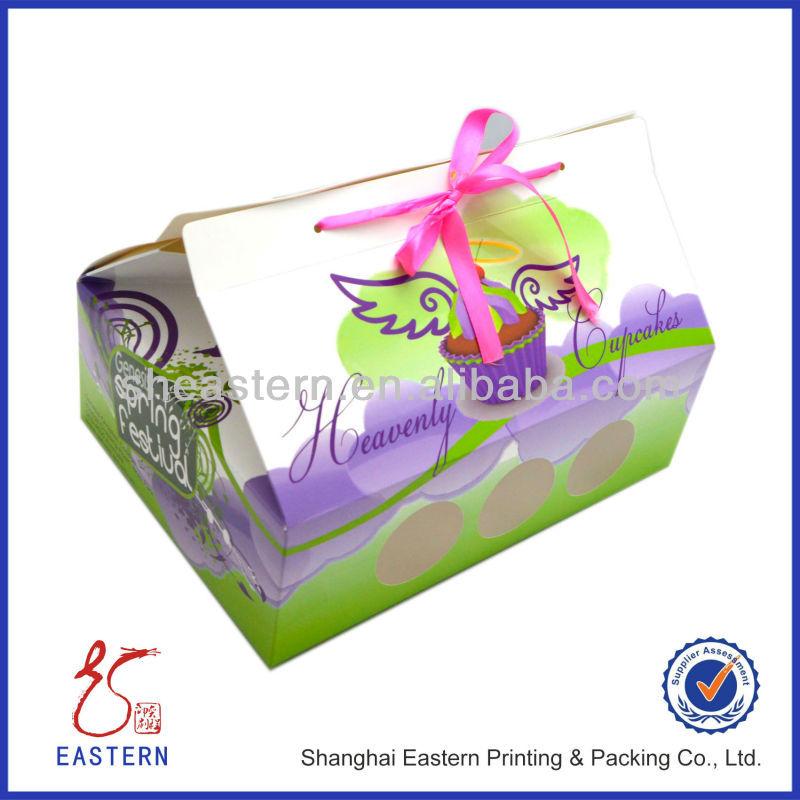 paket mit packpapier einpacken