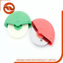Hot alse silk screen printing logo plastic material pizza cutter