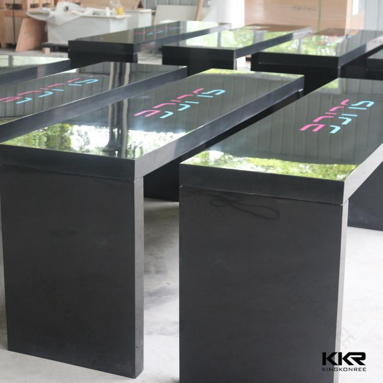 Lange smalle balk tafels/stoelen en tafels voor bar gebruikt/bar ...