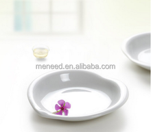Meneed A5 white heart shaped decorated fancy japanese melamine plastic sushi plate for sale