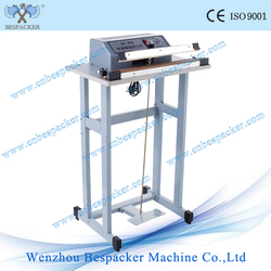 Manual simple foot sealer with cutter