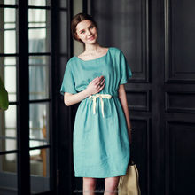 Aibaba offre échantillon vert couleur genou longueur robe en mousseline de soie motif