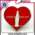 buena calidad del metal rojo en forma de corazón pin