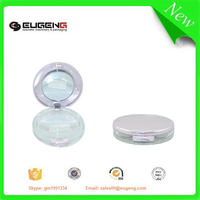 Compact eyeshadow case with transparent bottom