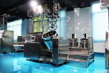 Vacuum homogenizing emulsifying machine, detergent homogeneous mixer, mixer emulsions