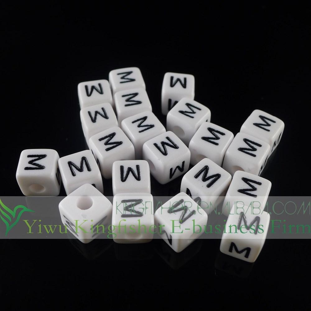 10mm siyah beyaz küp şekli tek m alfabe harfinden boncuk, akrilik alfabe boncuk