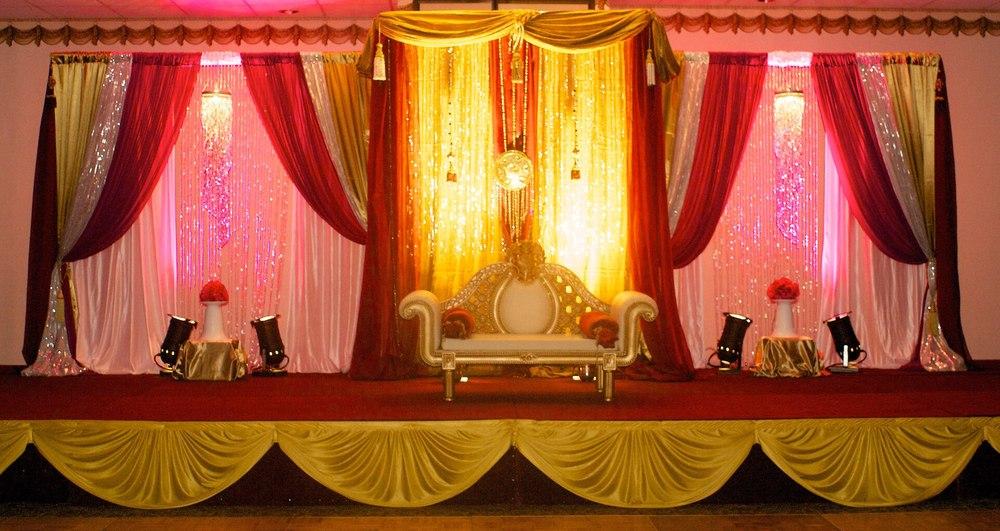 Pipe drape wedding