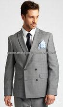 El diseño de moda traje cruzado para los hombres