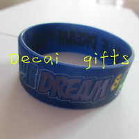 Debossed fill in color hand bracelet silicone wristband rubber bracelet