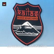 El logotipo bordado& cartas pellón el respaldo de tejido de parche