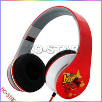 colorful design headphone with plastic ear cups and headband provide lightweight feeling