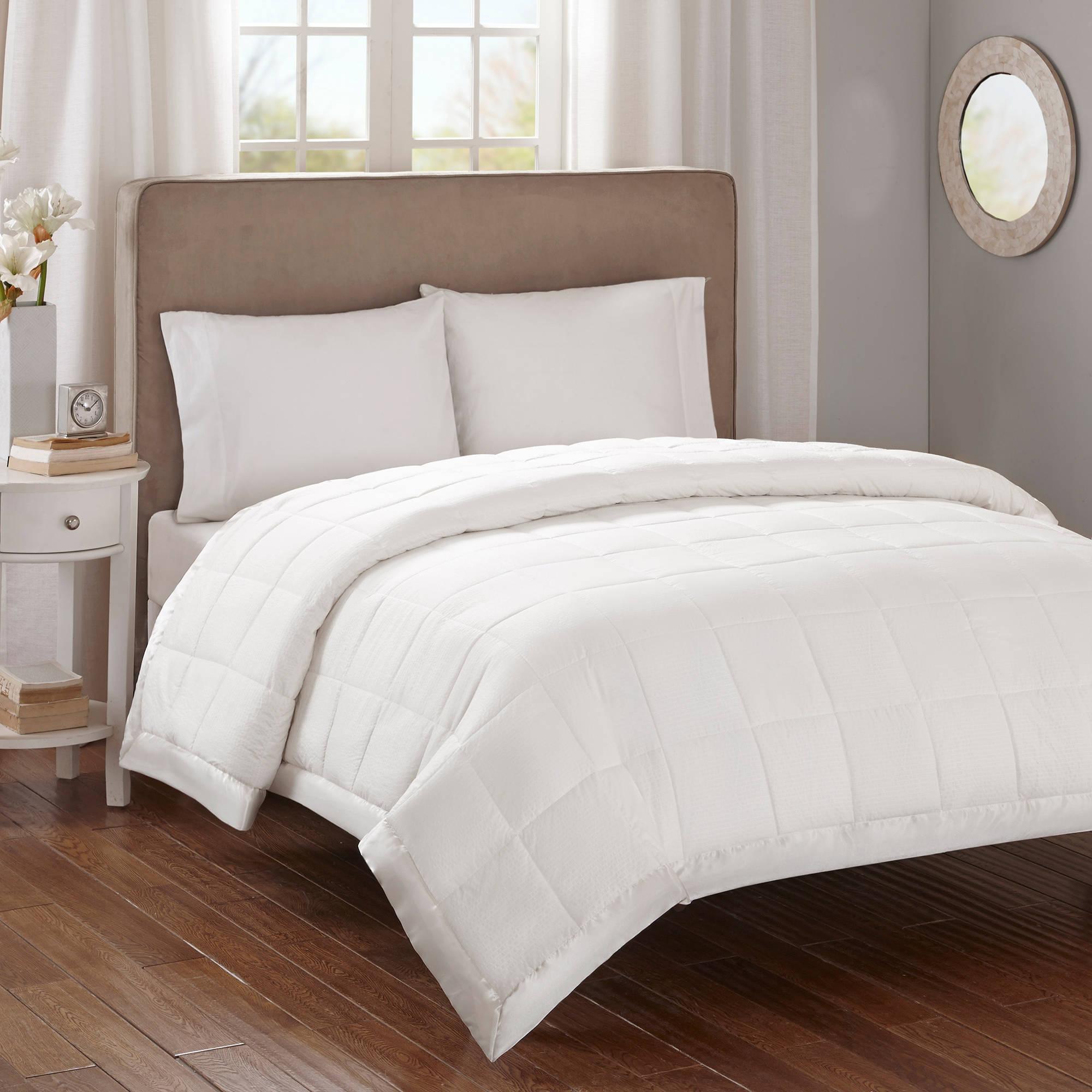 Premium Oversized Comfort Blanket Blanket for Providing A Distribution of Warmth.
