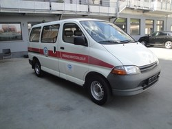 Toyota Hiace ... Mini-Bus ....12 seats..Tel: 0032-475282121
