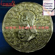 Martilleo de arte- jesús representado en la ronda de la hoja de metal- obra de repujado sobre la hoja de latón