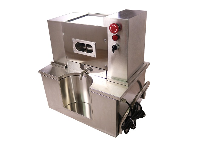 The Table Top Sugarcane Juice Machine Has Rollers / sugarcane juicer machine