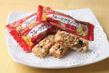 Easy to use and Nutritious cereal Fruit granola bars with Flavorful made in Japan