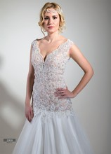 Wedding dress transparent lace body, tulle hemline, well fit