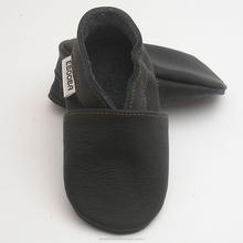 los zapatos de bebe unicos suaves negro ebooba