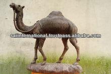 palo de rosa estatua de camello