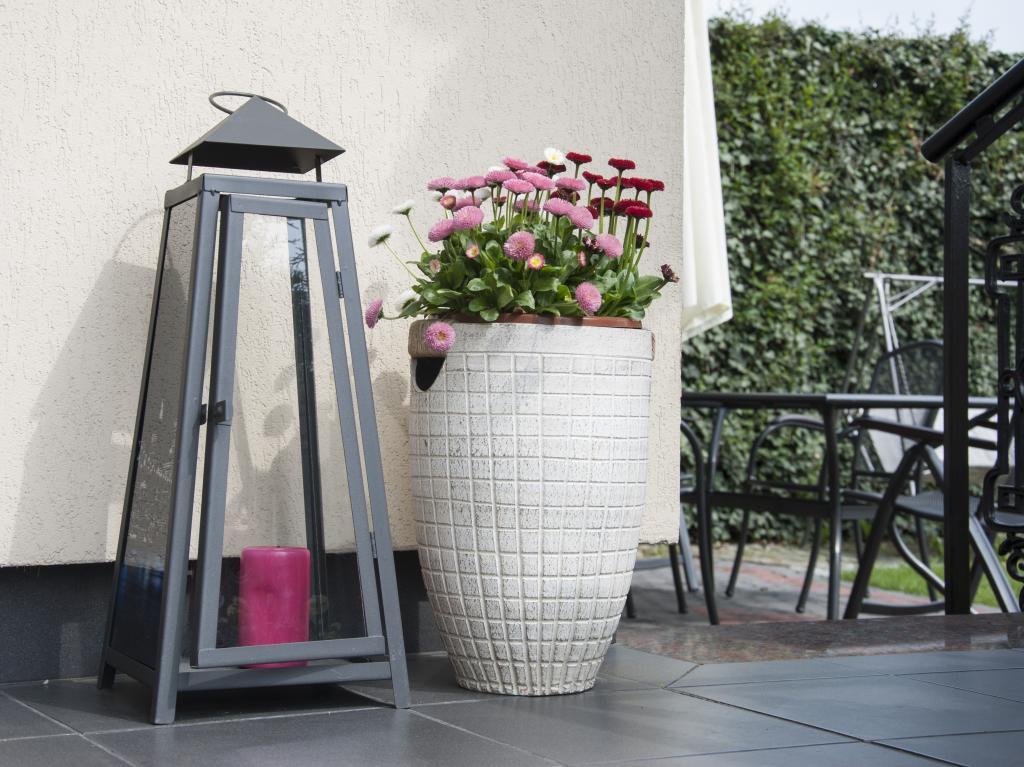 laterne f r terrasse my blog. Black Bedroom Furniture Sets. Home Design Ideas